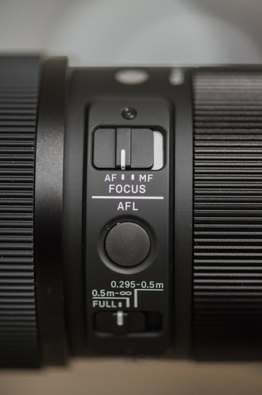 Focus limiter, AF/MF toggle, AFL button, and other controls